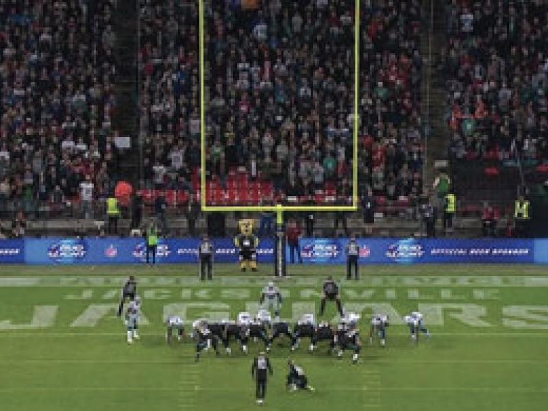 2015年 VWSE NFLのTV向けLEDサイネージ広告独占契約